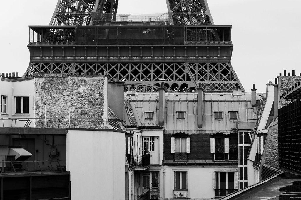 """Monte là dessus, tu verras Montmartre!"""